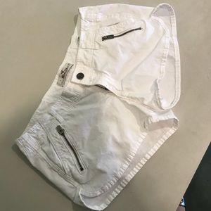 Hollister White Shorts Size 1/25 waist. LIKE NEW